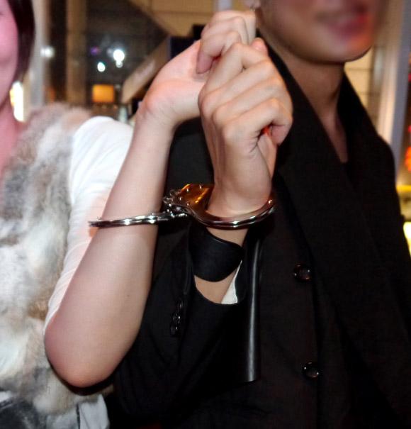 【潜入レポート】世界初の斬新イベント「手錠コンパ」開催! 男女の距離は驚くほど縮まる!?