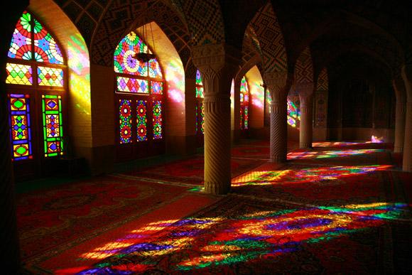 【イラン】息をのむほど美しい「マスジェデ・ナスィーロル・モスク」のステンドグラス
