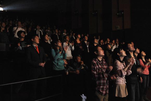 死後20年を経て尾崎豊の伝説のライブ映画公開! 先行上映会は異例のスタンディング上映