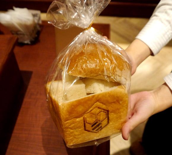 パセラが東京・秋葉原の新店舗にベーカリーショップオープン! 名物「ハニトー」専用のパンも販売されるぞ