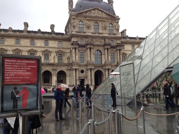 【日本人は要注意!】パリでよくあるスリ・だまし手口5選