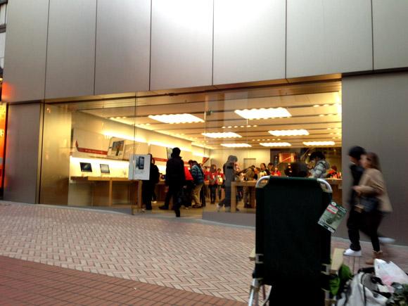 【アップル福袋行列】アップルスタッフの優しい対応にホロリ「発表されたら真っ先にお伝えしますね!」