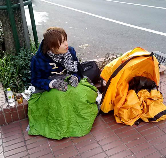 【悲劇】アップルストアに福袋を買うため並んでたら荷物が行方不明に