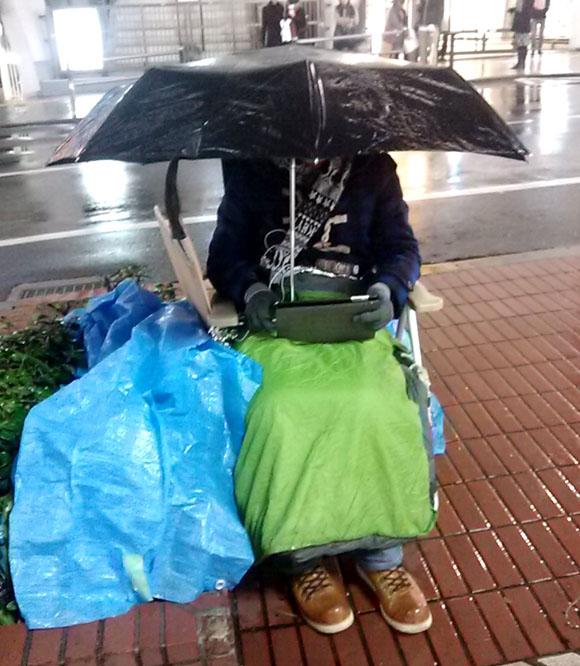 【アップル福袋行列】死ぬほど冷たい雨が降ってきた! そして予期せぬ人が登場キターーー!!