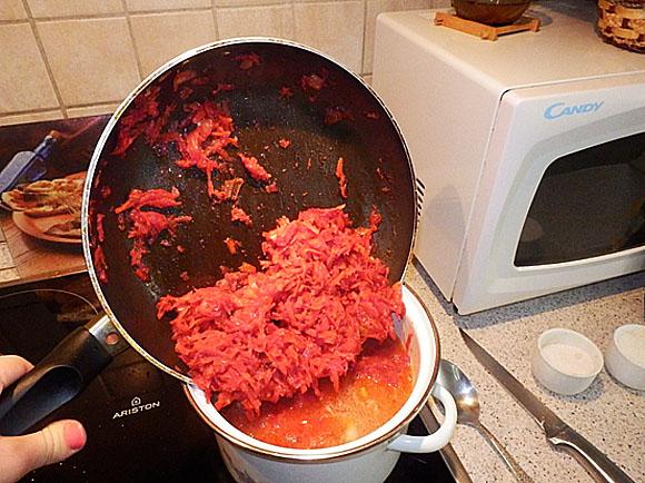 【ナターシャ通信】ウクライナ人が作っているウッマいボルシチのレシピです