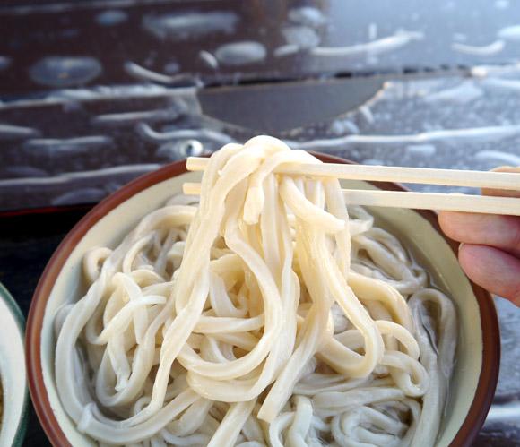 激ウマすぎて二杯も食っちまった! 東京・池袋のど真ん中にある穴場うどん店『かるかや』