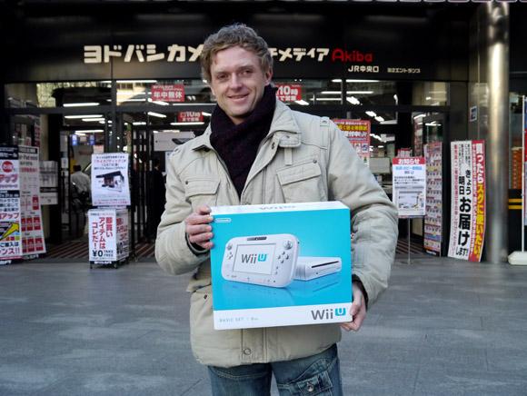 【Wii U】日本版『Wii U』を手に入れるためドイツからやってきた男性「任天堂のやることだから期待してる」