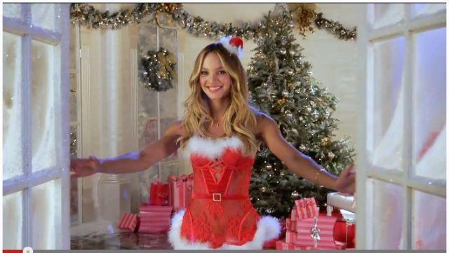 男性諸君にちょっと早いクリスマスプレゼント! スタイル抜群のセクシーサンタが次から次へと登場する動画