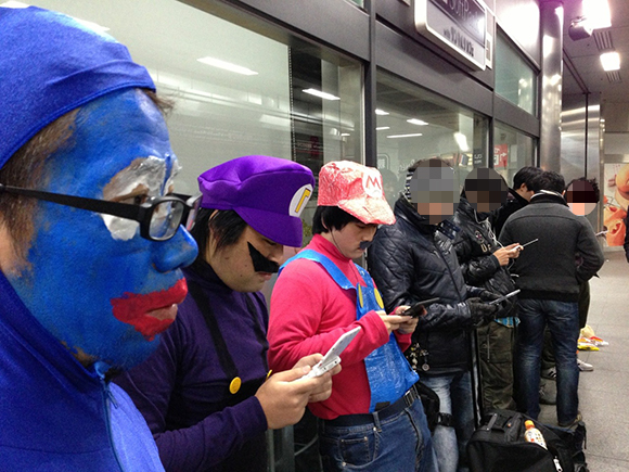 【Wii U】いよいよ12月8日(土)発売! 現在、秋葉原の行列は10人ぐらいだぞ~