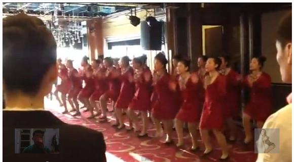 【動画】中国のレストランで行われた朝礼がまるで軍事訓練! シュールすぎると話題に