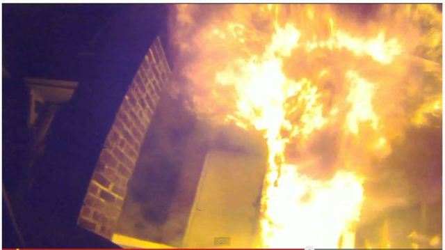 """私たちの安全はこうして守られている! 一人の消防士の """"炎との戦い"""" を収めた映像がマジでスゴイ!!"""