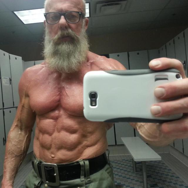 本気出した亀仙人レベルのガチムチ筋肉じいさん(60歳)の画像が超速マッハで世界中に拡散中