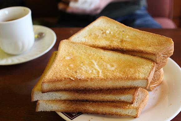 【挑戦グルメ】トースト食べ放題のモーニングセット(600円)を限界まで食べてみた / 珈琲西武