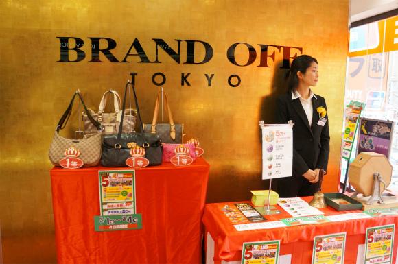 新宿にオープンしたブランドショップの「ブランド品が5円で買える」抽選会が凄すぎてあ然とした件