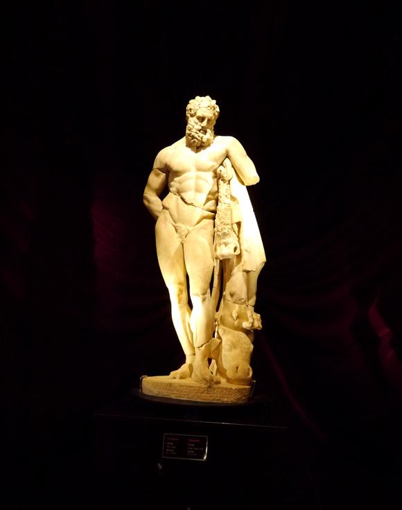 【トルコ探訪】上半身と下半身が別々に所蔵された芸術作品「疲弊したヘラクレス」 アンタルヤ考古学博物館