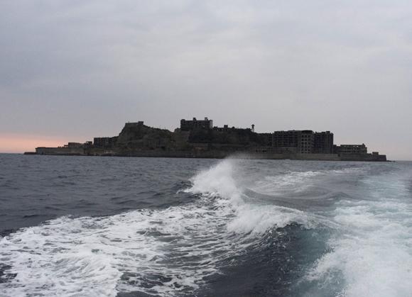 【潜入取材】歴史的廃墟「軍艦島」の今 / 朽ち果てていく高層鉄筋アパートは「圧巻」の一言に尽きる