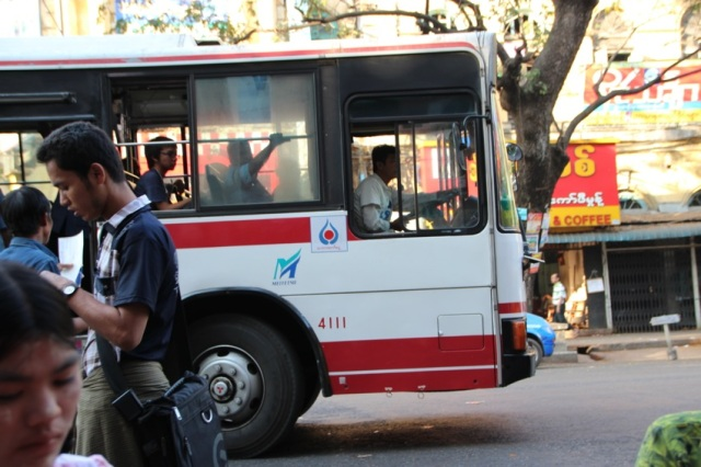 【写真集】ミャンマーを走る「日本からやってきたクルマ」たち / 路線バスや商用車など