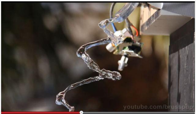 水を空中で静止させる「水魔法」動画がマジで必見!!
