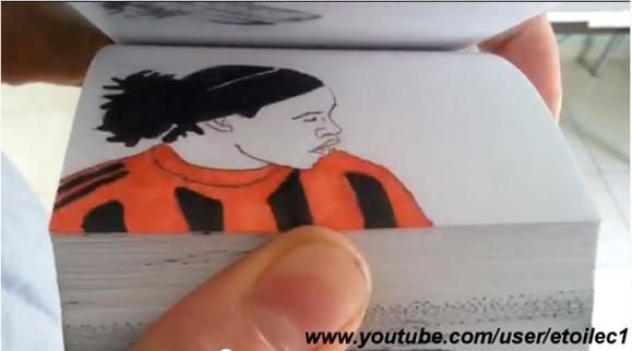 【衝撃サッカー漫画】ロナウジーニョのスーパープレーを再現したパラパラ漫画がすごすぎると話題に