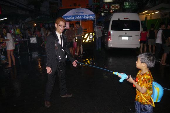 世界最大のぶっかけ祭りソンクラーンに参加してみた / 何も知らずに参加するとヒドイめに遭うぞ!