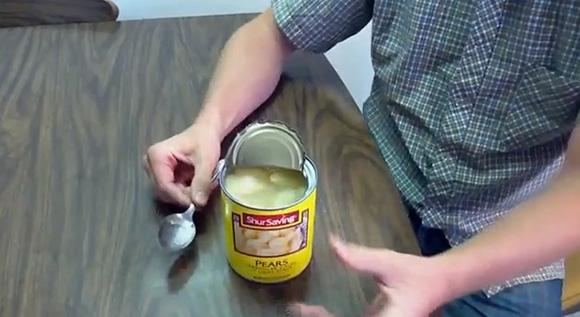 【豆知識動画】缶詰めをスプーンだけで開ける方法