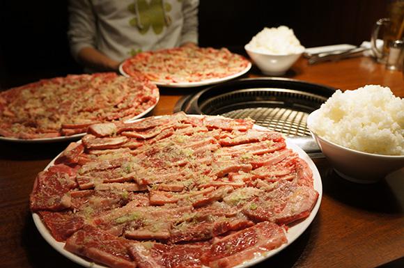 牛角が「肉2.9kgとご飯750g」を80分以内に食べると1~2万円もらえる企画開催するぞ! 食べきれるか試してみた