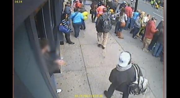 米FBIがボストン爆破テロ事件の容疑者を特定 / YouTubeに監視カメラの映像もアップ