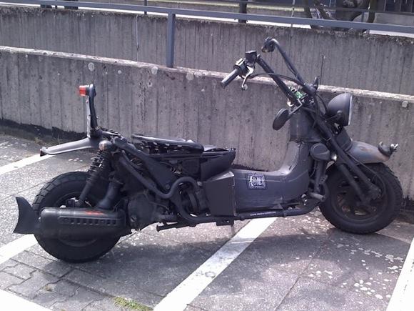 【世紀末】海外のマッドマックスファンたちは着々とビッグスクーターもマッドマックス化しているぞ