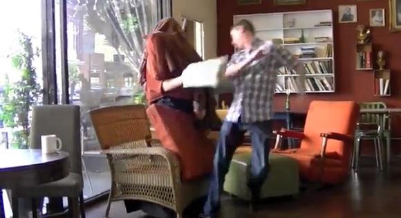 【人間椅子ドッキリ】単純なのにチビりそうなくらいビックリしてしまうイタズラ動画が話題