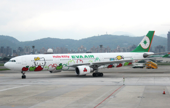 外も中もキティちゃんづくし! 台湾エバー航空の「ハローキティジェット」が魅力的な4つの理由
