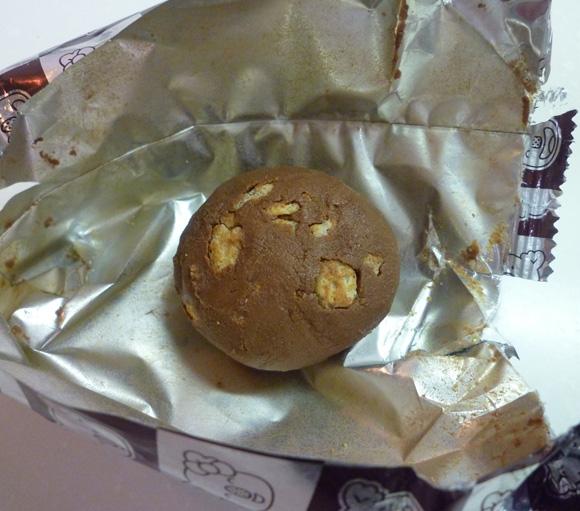 【衝撃事実】コアラのマーチを30分以上振り続けると「巨大なチョコボール」になることが判明!