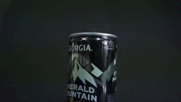 【缶コーヒー速報】「香りが見えるエメマンブラック」を開けたら本当に香りが見えてマジびびった!
