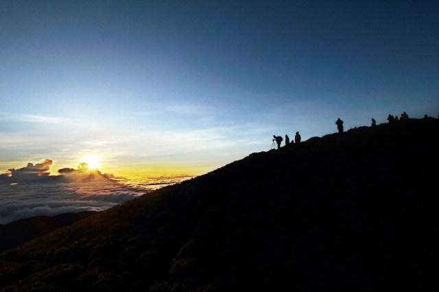 【感動】標高約3000メートルから雲海を見てみた! 絶景すぎて涙がこぼれる件