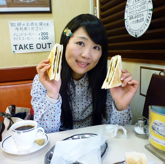 【老舗グルメ】パンに焼きのりを挟んだ「のりトースト」が美味 / 東京・神田「珈琲専門店エース」