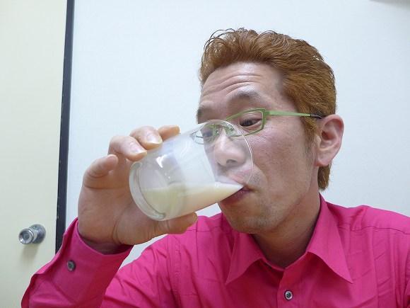 【マネしちゃダメ】1カ月半前に賞味期限の切れた「飲むヨーグルト」を飲むと腹を壊すのか試してみた