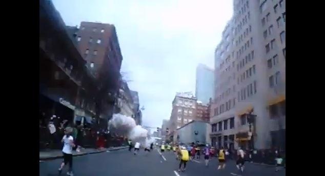 【衝撃動画】ボストンマラソンのランナーが走りながら撮影していた爆発の瞬間映像