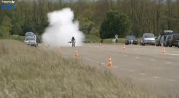 【衝撃動画】最高時速263km! ロケットエンジン搭載の自転車が速すぎると話題