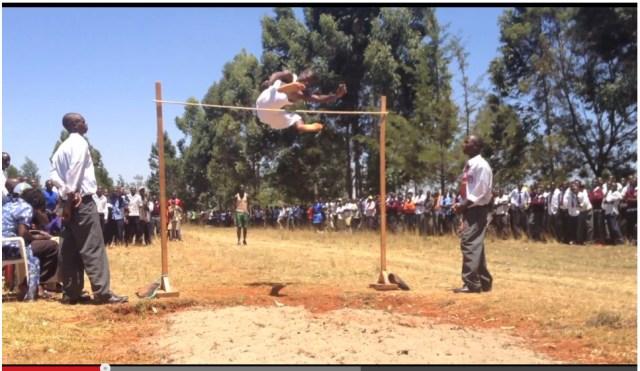 ケニアの高校生が見せる超人ハイジャンプに海外ネットユーザー驚愕! 「信じられない」「これって世界記録?」