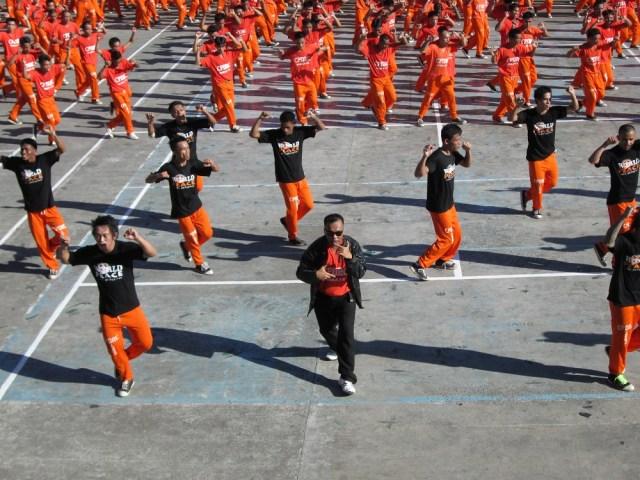 【踊る刑務所】話題のフィリピン・セブ刑務所の囚人ダンスを見に行ってみた! タダで見られて記念撮影もし放題で笑った
