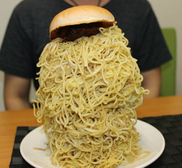ロッテリアの『ラーメンバーガー』をメガ級にして食べてみた