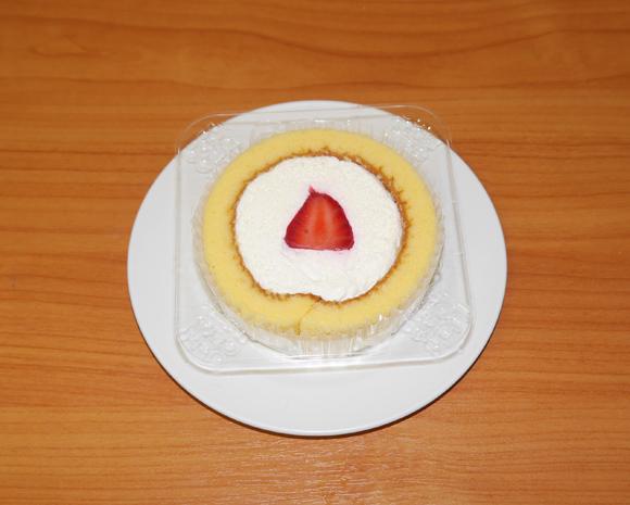 【みんな知ってるあたりまえ知識】ローソン『プレミアムロールケーキ』は毎月22日だけイチゴ入り