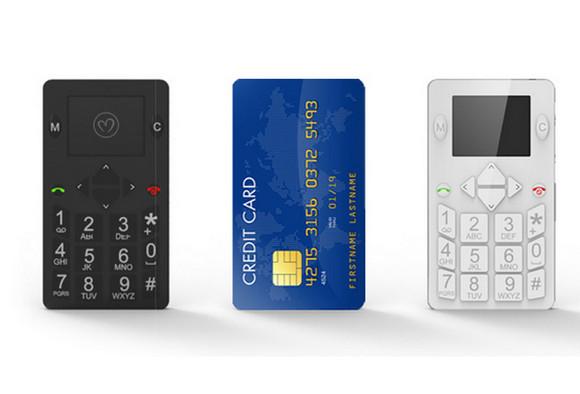 【これは欲しい】お財布に余裕で入っちゃう! カードサイズのマイクロ携帯電話がステキやん