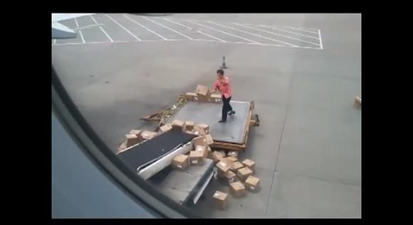 効率悪すぎ!! 中国労働者の豪快すぎる仕事っぷり動画が話題に