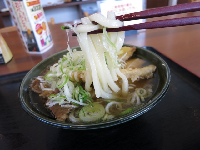【熊本県】とある弁当屋の『ゴボ天牛肉うどん』が神すぎる件 / 1杯450円で激安