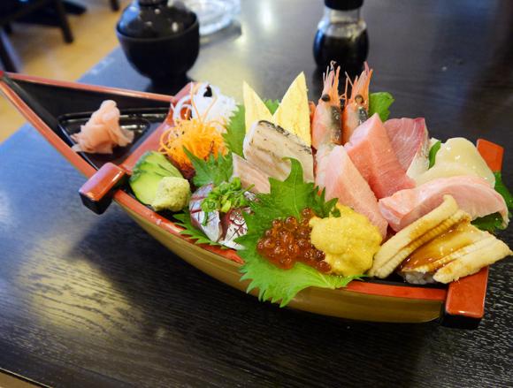 【グルメ】伊豆・伊東で見つけた海鮮丼が大迫力 「日本人で良かったーッ!」と叫びたくなるレベル