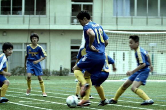 【衝撃サッカー動画】香川真司が小学生のサッカー試合にドッキリ途中出場!! 子どもたちがスーパープレーに唖然