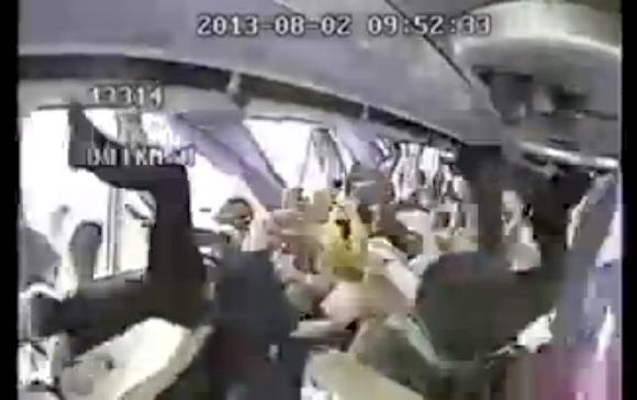 【動画あり】完全に無重力状態! 中国で起きた高速バス事故の車内映像が想像以上に衝撃的