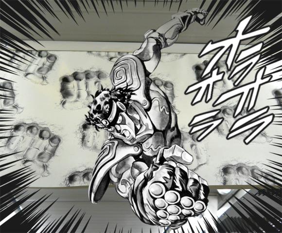 『ジョジョの奇妙な冒険』仕様の山手線「ジョジョトレイン」を「ジョジョスマホ」で撮影すると迫力が倍増することが判明!