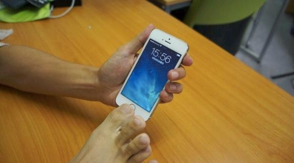 【検証】新しく iPhone5s に搭載された指紋認証は「足の指」や「乳首」も登録可能 / 問題なく認識