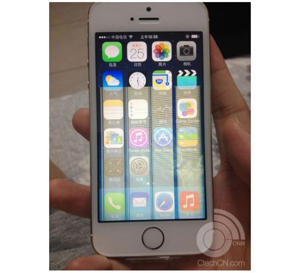 「iPhone5s」ゴールドモデルユーザーに悲報! ゴールドだけにあらわれる「画面不具合」が報告される